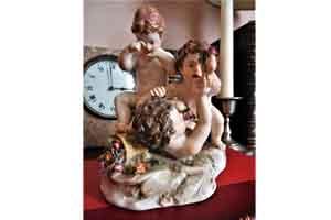 Conjunto en porcelana de Sèvres, Querubines Jugando. Finales del s. XIX